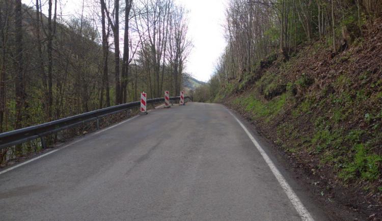Silnici u Hanušovic se po sesuvu půdy podařilo opravit v rekordním čase