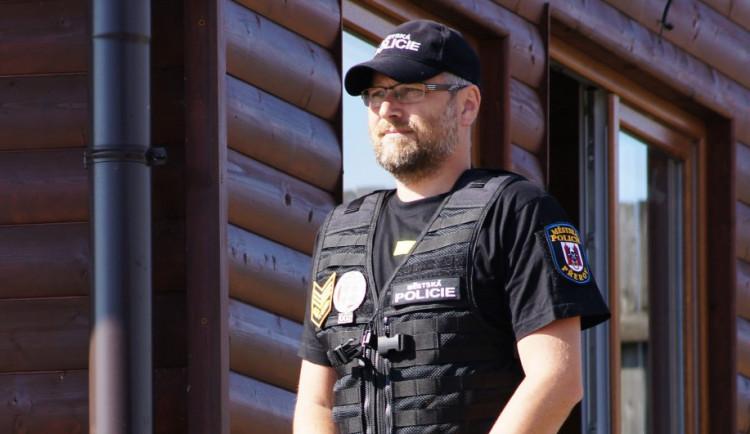 Městská policie Přerov baví internet, Miroslav Komínek ovládl anketu Zlaté pero
