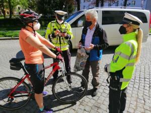 Cyklista bez přilby je devatenáctkrát blíž smrti. Policisté preventivně zastavovali cyklisty