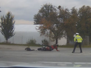 Soud v Šumperku potrestal motorkáře za sražení policistky pouze podmínkou