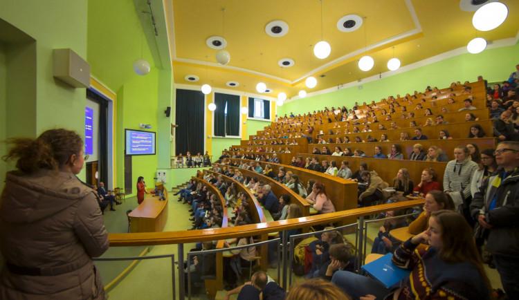 Univerzita Palackého: Studenti se již nevrací, výuka v semestru je ukončena