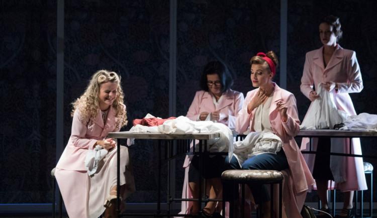 Moravské divadlo bude svážet diváky z celého kraje na představení autobusy