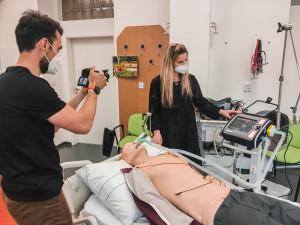 Záchranářka z fakulty zdravotních věd popisuje extrémní nasazení při covidu