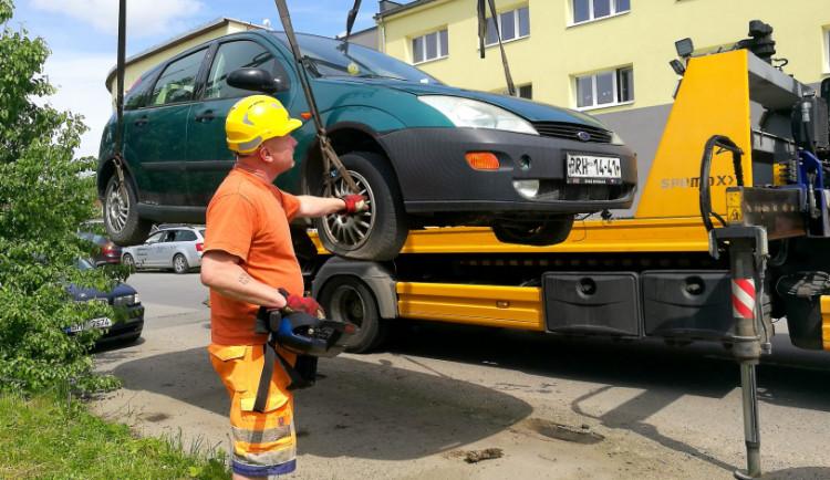 Olomouc a Prostějov vyhlásily válku autovrakům. Z ulici jich zmizely desítky