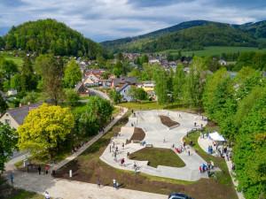 Jeseník má nový skatepark. Kombinuje streetový park s moderní BMX dráhou