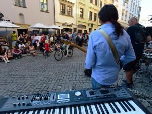 Olomouc rozezpívala na pouličním festivalu až stovka hudebníků