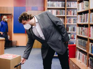 Nové knihy za starý mobil. Startuje sběrová výzva Odlož mobil v knihovně