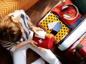 Zdraví a klid na cestách: Co si zařídit a co sbalit, aby nás na dovolené nic nepřekvapilo