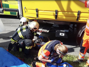 Policie hledá svědky nehody z Prostějova, při které žena zůstala zaklíněná pod koly nákladního vozu