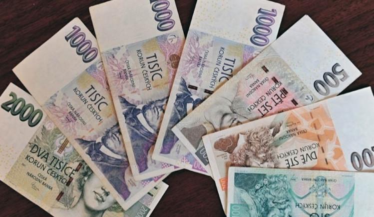 Finanční poradce uzavíral prostřednictvím jmen klientů úvěrové smlouvy. Škoda jde do milionů