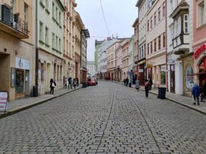 Olomouc chce v centru estetičtější reklamy. Majitele obchodů mají motivovat dotace