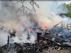 Olomouc postrašil hustý černý dým. Na kraji města hořelo obydlí bezdomovců