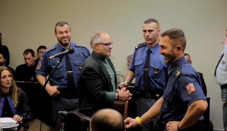 Konopný guru Dušan Dvořák ve vězení píše povídky. Léčitel se chce přihlásit do literární soutěže