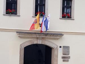 Olomouc a další desítky sídel v regionu dnes vyvěsí moravskou vlajku