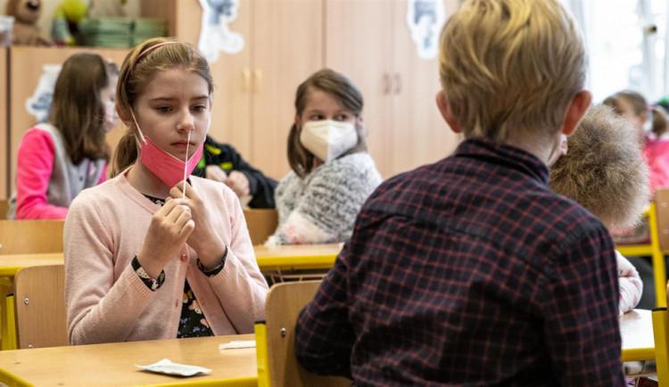 V Olomouckém kraji přibylo za týden 20 případů covidu, o jeden více