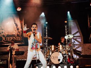 Komplexní rocková show i s vlastní značkou piva. V Olomouci zahraje tribute kapela Queenie