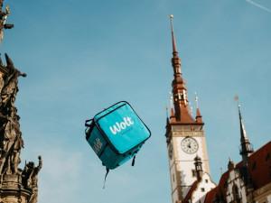 Léto je tady a Wolt je připraven! Kurýři po Olomouci rozváží zmrzliny, studené drinky a jiné dobroty