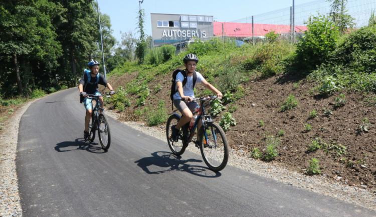 Nová cyklostezka v Hodolanech řeší nebezpečné přejíždění frekventované ulice