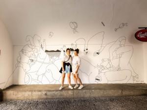 Pandemie jako motiv malby. Podloubí v centru Olomouce zdobí murál německých umělkyň