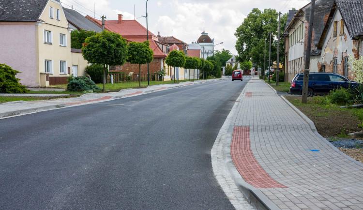 Dvě silnice na Uničovsku prošly opravou. Průtah Střelicemi a spojka mezi Medlovem a Benkovem
