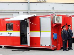 Profesionální hasiči dostali týlové kontejnery. Vytvoří jim zázemí při lesních požárech či povodních