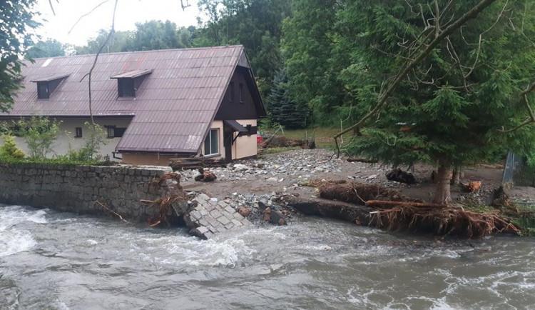 Nedělní blesková povodeň napáchala milionové škody v lesích na severu kraje