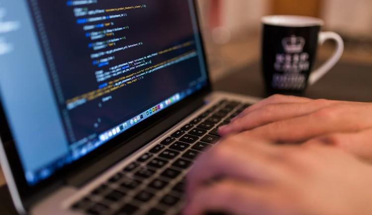 Vyšetřování hackerského útoku potvrzuje zahraniční stopu. Datové služby už jsou plně v provozu