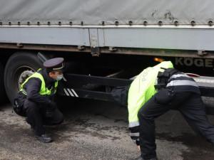 Policie zadržela dvojici migrantů. Do Česka je přivezl kamion naložený melouny