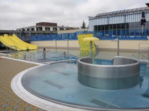 Blesk vyřadil část přerovského bazénu z provozu. Některé atrakce nebudou fungovat celé léto