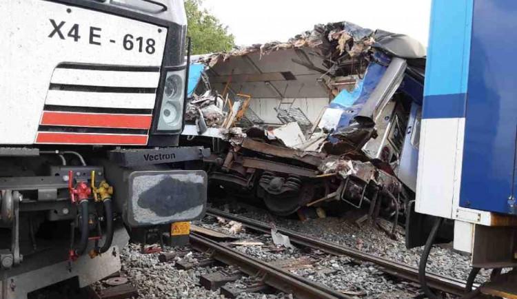 V Němčicích nad Hanou se srazila lokomotiva a osobní vlak, dva zranění