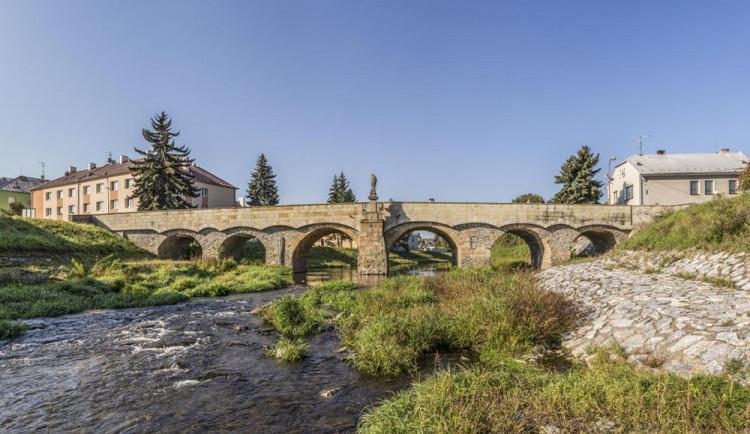 Historický most v Litovli čeká oprava. Lidé mohou hlasovat o jeho využití