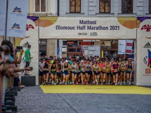 Jedinečná atmosféra i souboj s vedrem. Zdravotníci ošetřili na půlmaratonu desítky běžců
