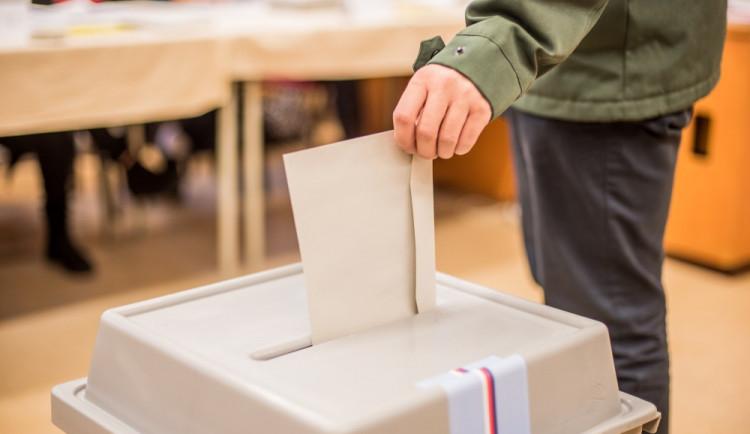 O hlasy voličů bude v regionu soupeřit dvacítka politických uskupení. Kraj zaregistroval kandidátky