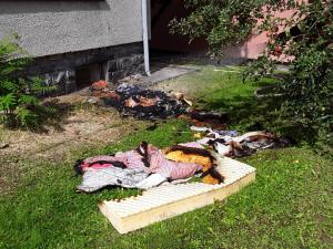 V bytě hořela digestoř, v rodinném domě matrace. Příčinou byla nedbalost