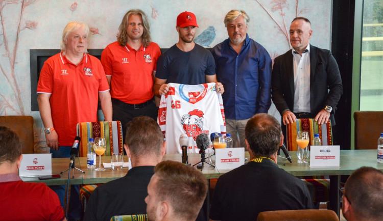 Krejčí nyní neplánuje návrat do NHL. Poprvé chce za Olomouc hrát v září