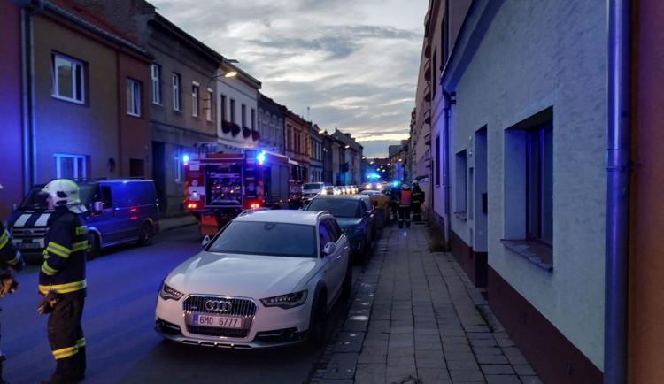 V Přerově v podvečer vybuchl automobil. Na místě byli pyrotechnici