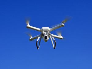 Létáte rekreačně s drony? Nezapomeňte na registraci a další povinnosti