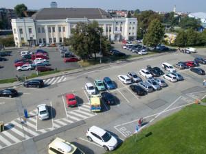 Olomouc chystá nový systém parkování. Výrazně víc zaplatí přespolní a majitelé druhého auta