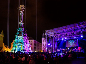 Na Horním náměstí se dnes rozzáří Sloup světla, připomene oběti pandemie