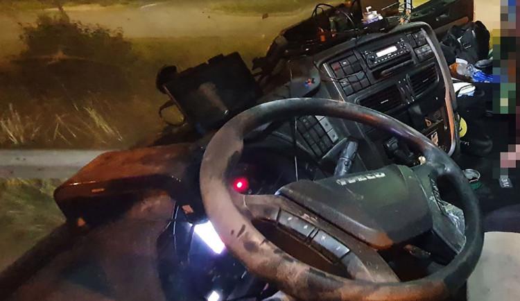 Muž se nepohodl s řidičem kamionu. K pomstě si vzal hasicí přístroj
