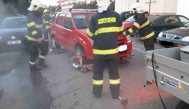 Olomoučtí hasiči si při skutečném zásahu vyzkoušeli speciální zařízení, které sami vyvíjeli