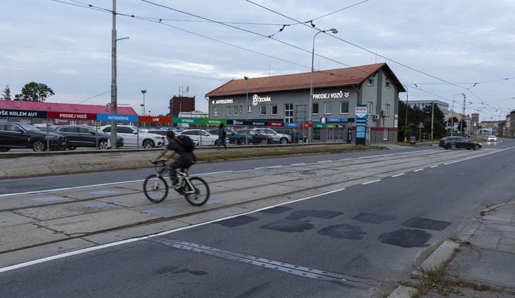 Cyklopřejezd na Hodolanské je pryč. Podjezd je jen částečné řešení, tvrdí opozice