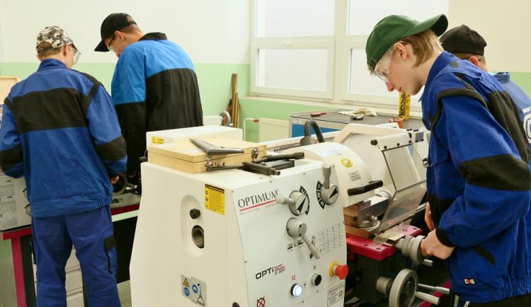 Kraj mezi studenty polytechnických oborů a řemesel rozdělí 8 milionů