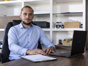 Poptávka desetkrát převyšuje nabídku, říká olomoucký Realiťák roku Adam Šimoník