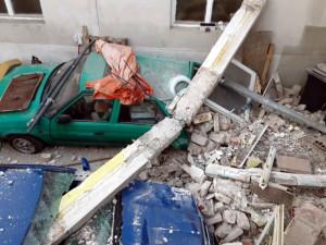 Příčiny výbuchu v Litovli prověřují vyšetřovatelé i odborník na chemii. Na místě je i pes na vyhledávání drog