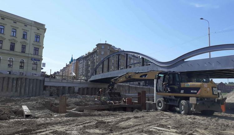 Druhou část Rejnoka začnou stavbaři v Olomouci nasouvat nad Moravu v říjnu