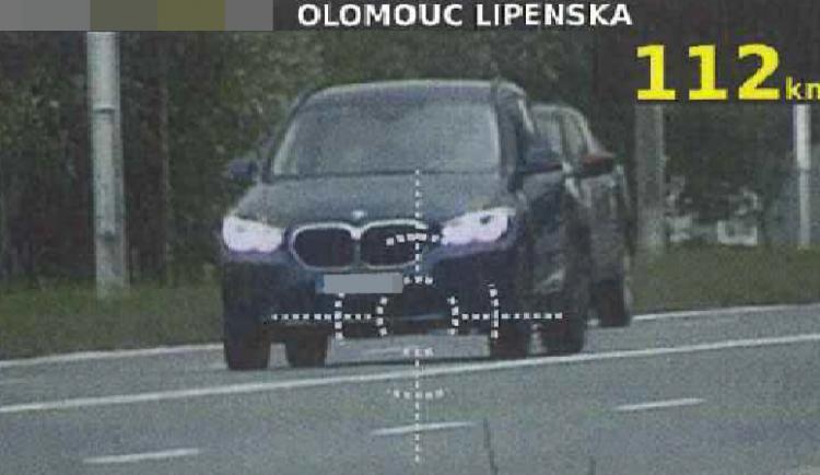 Senior se řítil po Olomouci rychlostí 112 kilometrů v hodině. Hrozí mu pokuta a zákaz řízení
