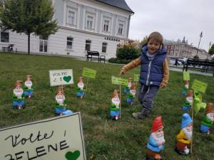 FOTOGALERIE: Centrum Prostějova obsadili trpaslíci. Zelení zde mají předvolební happening