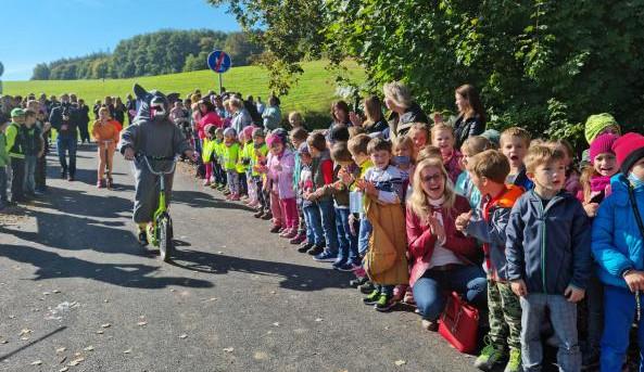 Dlouho očekávaná cyklostezka okolo Plumlovské přehrady je otevřená. Přišla na 31 milionů