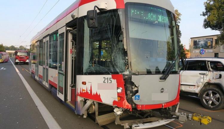 Opilá řidička nabourala v Olomouci do tramvaje. Nadýchala 1,5 promile
